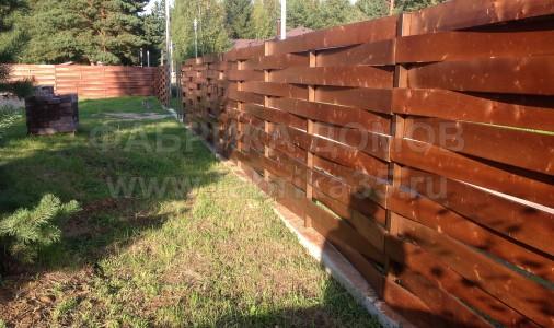 Устройство деревянного забора в д. Вичелово