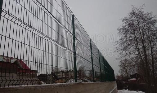 Устройство забора из стальной 3D сетки в г. Череповец, ул. Юбилейная